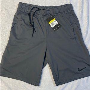 NIKE - Standard Fit Training Shorts
